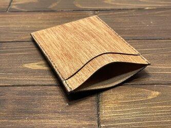 牛革のシンプルな縦型カードケース(柿渋染め)の画像