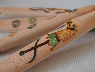 日本刺繡の鼻緒 春駒(金茶✖️緑)の画像