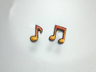 【K18】漆ピアス 音符 朱漆塗り金蒔絵 : 18金ポストピアスの画像