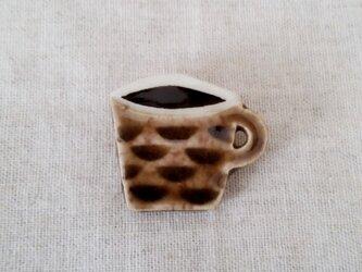 コーヒーカップブローチ(波)の画像
