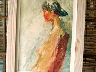 横向きの裸婦の画像