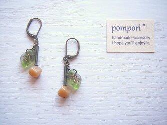 ◆イヤリング・ノンホール◆キャラメルの実と葉っぱのピアスの画像