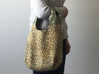 着物地の手提げバッグ 落ち葉の画像