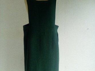 緑のジャンバースカートの画像