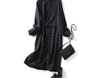 綺麗に着こなしたい、主役ワンピ 刺繍いり リネン100% 長袖ワンピース210303-1 の画像