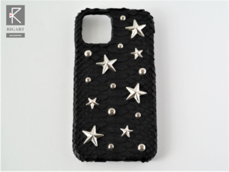 他機種OK☆星スタッズ デコスマホケースiPhone12用 ブラック黒パイソンの画像