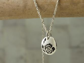 [現品のみ]P-RoseB - 銀とバラのペンダントの画像