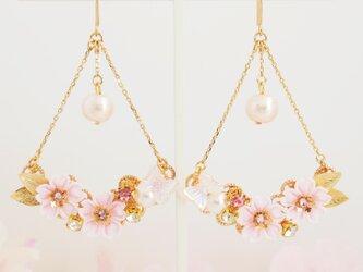 *つまみ細工* 桜と蝶々が舞うピアス ~花の宴~の画像