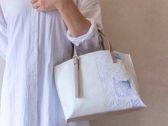リジット ハンドル調節可能 本革 トートバッグ ボタニカル ブルー × マットホワイトの画像