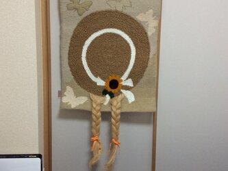 麦わら帽子の少女のタペストリーの画像