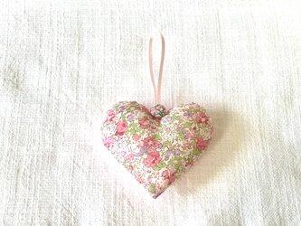 リバティプリントのハート(クレア・オード)ピンク色の画像