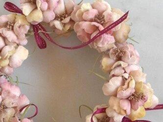 スモーキーピンクの小花 * ビロード製 * リースの画像