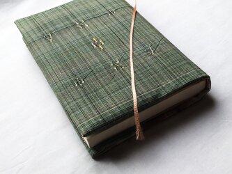 着物地のブックカバーの画像