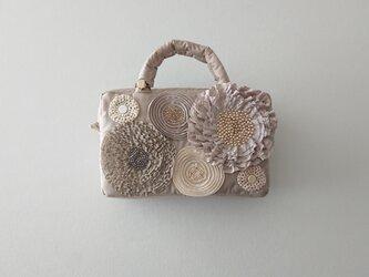 beige ribbon flower mini bagの画像