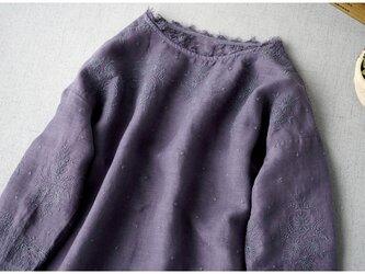リネン100%素材、素敵な総刺繍シンプルな長袖ワンピース♪【パープルグレー】の画像