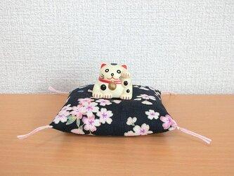 お人形置物用お座布団 桜満開 紺色8cm角の画像