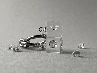 キュービックジルコニア 耳元に浮かぶイヤリング シルバーカラー(ギフト, 誕生日プレゼント, ギフトラッピング, お呼ばれ)の画像