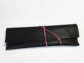 牛革のペンケース(ブラック×ピンク)の画像