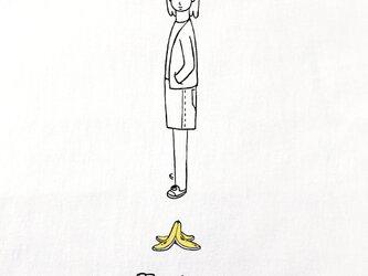 バナナの皮 女子【 Tシャツ 】の画像