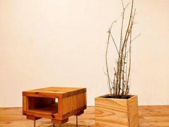■使い込むほどに美しい杉のサイドテーブル/サイドテーブル/机/サイドラック/無垢/シンプル/アイアン/ローテーブルの画像