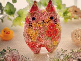 リバティー生地☆ピンクの花柄の猫のぬいぐるみ「ふにゃ〜た」の画像