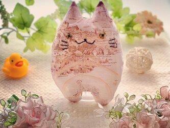 リバティー生地☆ピンクのエジプト柄の猫のぬいぐるみ「ふにゃ〜た」の画像