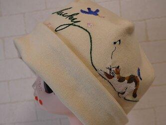 コットン素材スパンフライスニット生地で作ったニット帽(三毛ちゃんと桜)の画像
