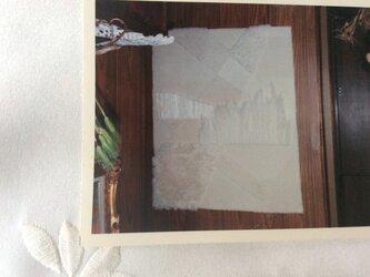 白いタペストリーの画像
