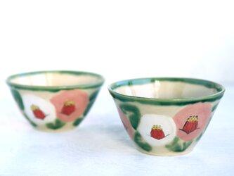 白桃色の椿絵の飯椀の画像