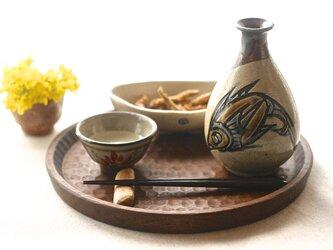 ウォールナットの木彫りトレイ(円)の画像