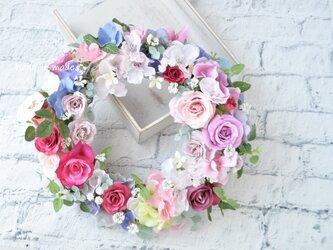 ピンクのバラとさくら色のリース:母の日フラワー 母の日 ウェディング バラ ローズ 白 パープル ブルー の画像