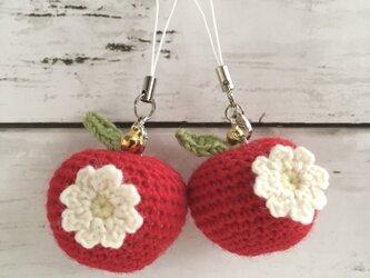 【中サイズ/ウール】New!花付き赤りんご・鈴付きストラップの画像
