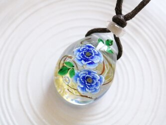 牡丹(青)のとんぼ玉ガラスペンダント 金箔入りの画像