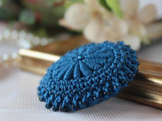 バリオンクロッシェのアンティーク風ブローチ【インディゴブルー】の画像