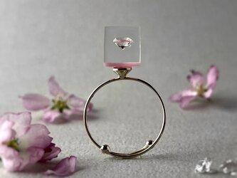 キュービックジルコニア 桜色に浮かぶリング ゴールドカラー(誕生日プレゼント, ギフトラッピング, お呼ばれ, フリーサイズ)の画像