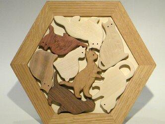 木のパズル 猫だらけ いろんな木を集めての画像