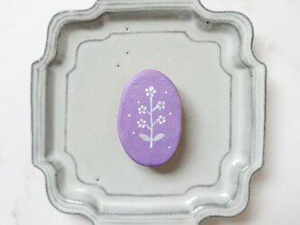 白い花2(ライトパープル) 陶土ブローチの画像
