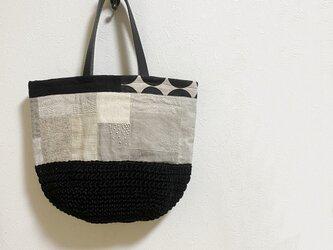 アイボリー色パッチワーク+黒麻糸編みかばんの画像