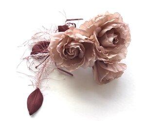 飾り紐付き薔薇の画像