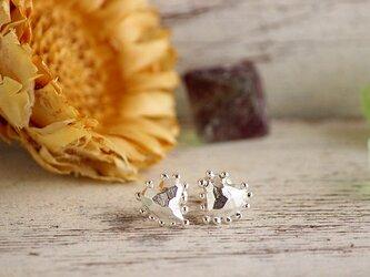 silver つぶつぶ恋に落ちたハートのピアスの画像