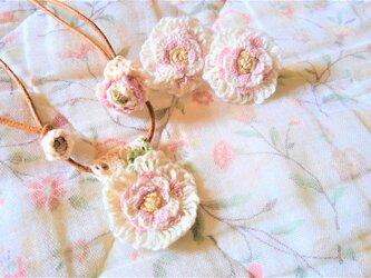 【送料無料】総手縫いの刺繍アクセサリーセット(ホワイトローズ)の画像