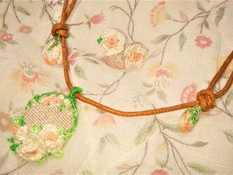 【送料無料】総手縫いの刺繍アクセサリーセット(ベビーローズ)の画像