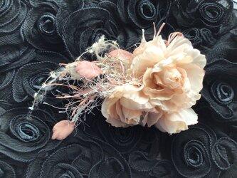 再販飾り紐付き薔薇の画像