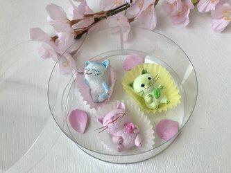 春のお菓子みたいな猫さんトリオ2の画像