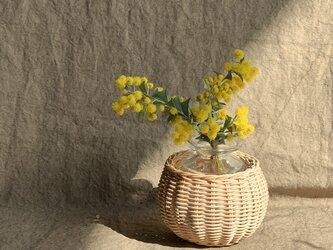 籐の花瓶の画像