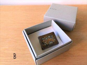 ブローチ 四角(箱入り)Bの画像