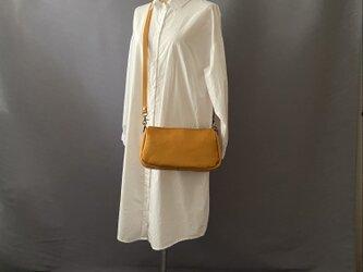 大きなポケットの2wayバッグ 牛革 黄色の画像
