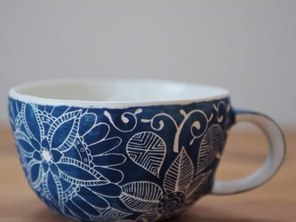 青いスープカップの画像