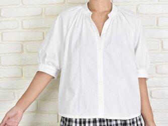 【再販】ふんわり袖のスキッパーブラウス コットン素材 オフホワイトの画像