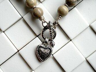 【売約済み】インプレッションストーンとハートマンテルのネックレスの画像
